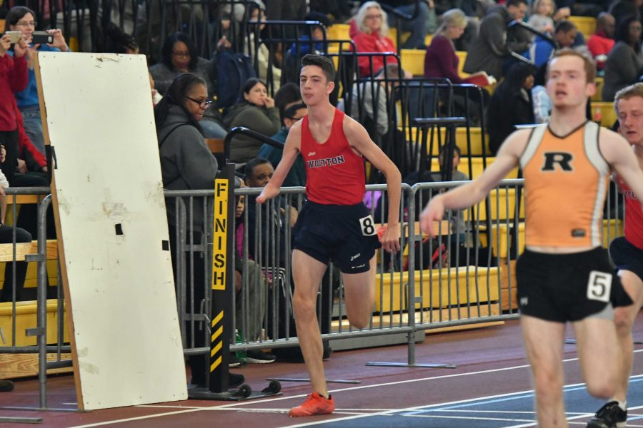 ONLINE EXCLUSIVE: Brooks, Devine qualify for indoor track states