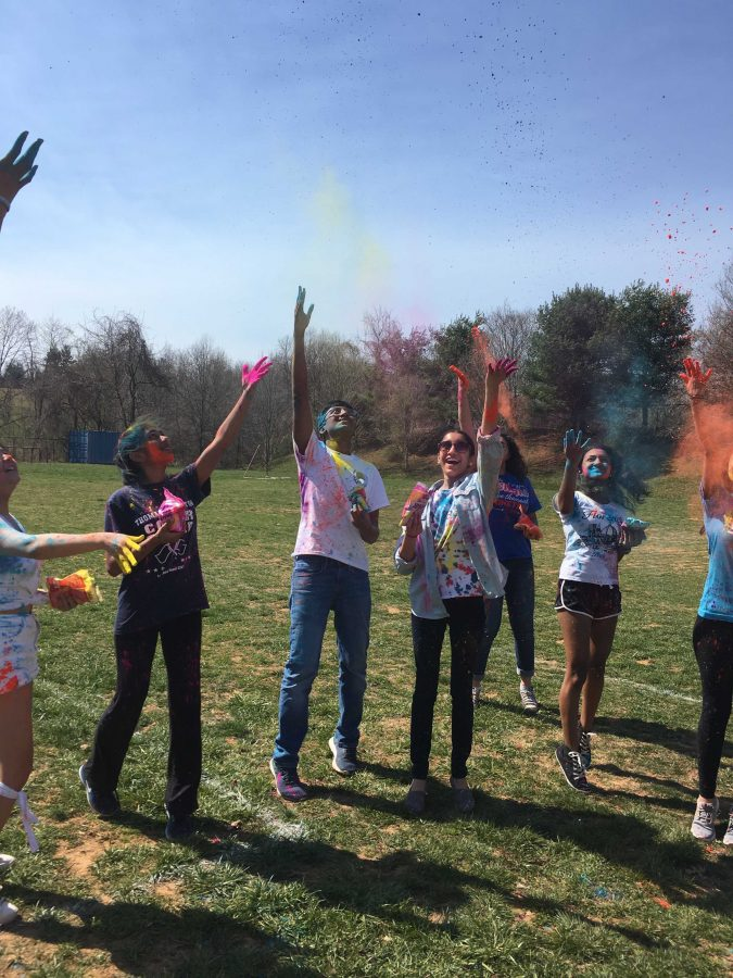 Dance+club+holds+Holi+color+festival