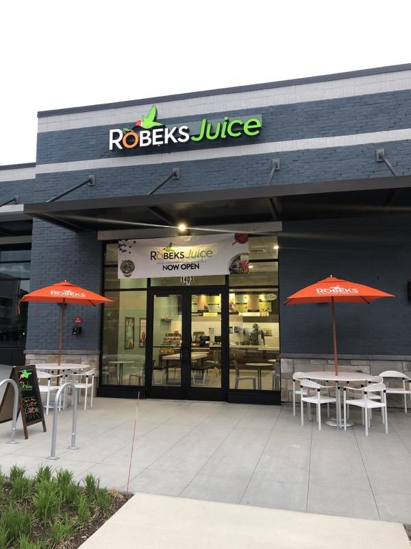 Robeks+opens+on+Research+Row%2C+providing+students%2C+families+with+healthy+options