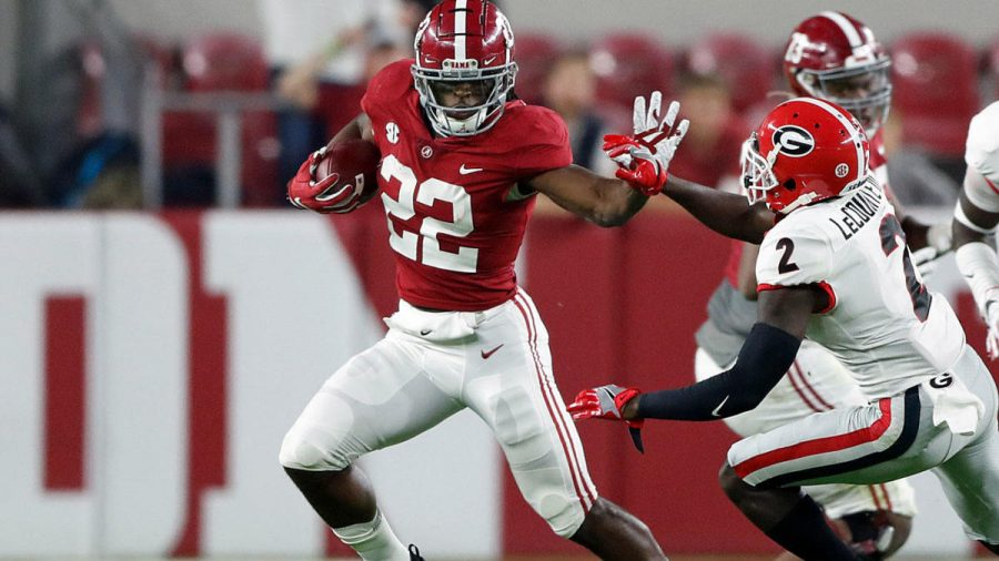 Alabama+running+back+Najee+Harris+stiff-arms+Georgia+Defensive+back+as+Alabama+continues+their+dominance+in+the+win.
