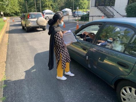 Junior and Conquering Global Issues president Eknoor Kaur volunteers at a drive-through.