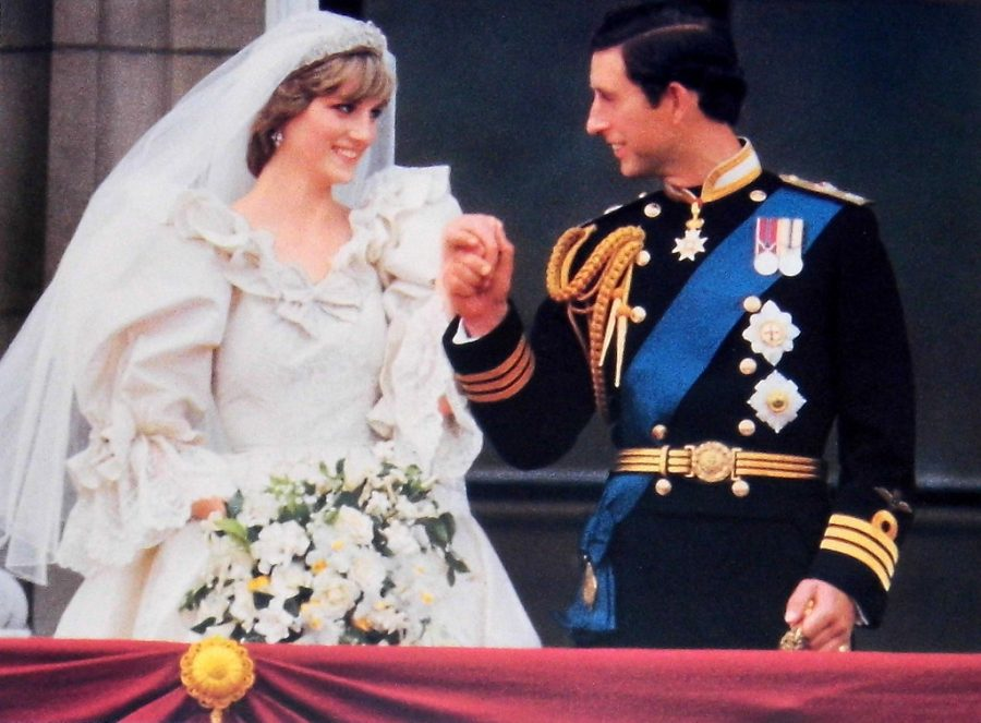 Prince+Charles+and+Princess+Diana+of+Wales%27+wedding+day+at+Buckingham+Palace+in+1981.