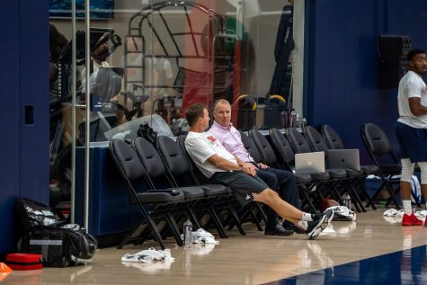 Scott Brooks sits with general manager Tommy Sheppard during a Wizards practice