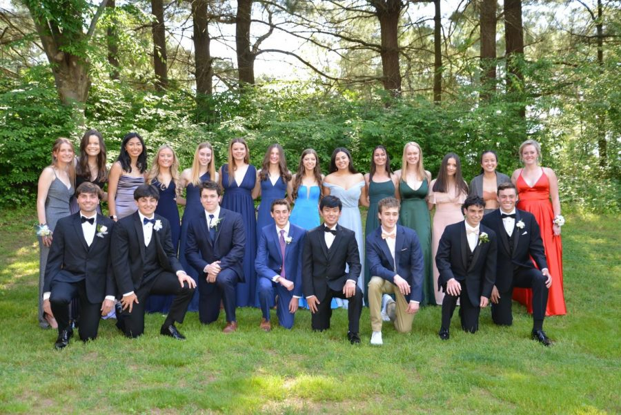 A+group+of+seniors+came+together+to+make+a+make-shift+prom+on+May+15.