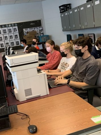 Common Sense editors and seniors Maya Seiler, Ellie Cowen and Nico DePalma mask up in compliance of MCPS policy.
